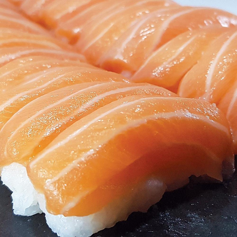 Sushi de Salmão - Delivery Sushi Rão, o Maior do Brasil. O melhor da Comida Japonesa na sua casa!